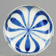 17/18c Japanese Porcelain Plate with a Stylized FLower motiff