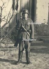 Soldat Wehrmacht  mit Handgranate  2.WK  (b970)