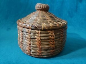 Native American Coushatta Pine Needle & Raffia Basket w/ Lid