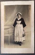 Photo Ancienne Carte Postale Début XXe Portrait Femme Costume Tradition Vannes