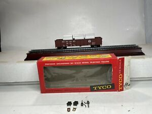 Vintage TYCO Ho Scale Model Trains Pennsylvania Gondola With Pipe Load #372401
