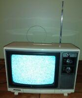Vintage MGA Mitsubishi TV electric receiver cs-1303 RARE HARD TO FIND WORKS