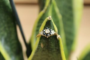 9ct yellow gold round brilliant diamond and sapphire flower cluster ring 2.1g