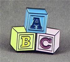 Metall Emaille Anstecker Brosche ABC Blöcke Lernen Kindergarten Lehrer Bau Block