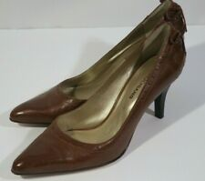 Arturo Chiang Pumps leather upper and sole lite brown 7.5 med. bow on the back