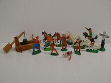 27 ) DDR Gummifiguren 3 Indianer 4 Cowboy 1 Marterpfahl + 6 Pferde Holz Brunnen