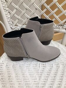 EVANS grey NEW!! Ankle Chelsea Boots Size 8 Wide EEE
