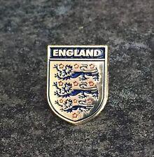 ENGLAND FOOTBALL FA ENAMEL PIN BADGE | FIFA WORLD CUP GOLD DESIGN | THREE LIONS