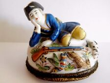 SAMSON MENNECY NAPLES STYLE PORCELAIN GAMEKEEPER BONBONNIERE WITH NUDE TO BASE