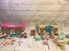 Li'L WOODZEEZ  Bakery Play Set Lot with BEAVER family And Health Clinic And Fami