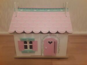 LE TOY VAN - Wooden Dolls House - Lily's Cottage - Furniture & Family - small