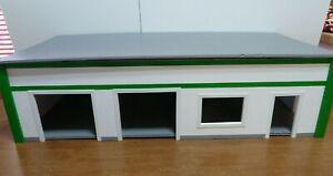 New-Custom Made Model Garage/Gas Station/Store/Office 1/24-25 model Diorama