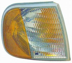Turn Signal / Parking Light Assembly Front Right Maxzone 331-1538R-UCN