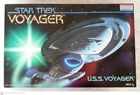 Monogram Star Trek Voyager, USS Voyager Starship #3604    *Model Put Together