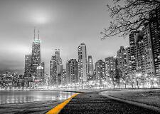 Incorniciato stampa-Città Skyline vista con luci di strada e acqua (PICTURE POSTER)