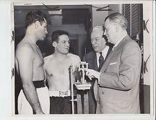 ERNIE DURANDO ROCKY CASTELLANI FIGHT AT MSG WEIGH IN 2/20/54 ORIGINAL 8X10 PHOTO