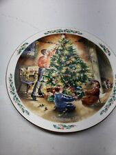 "Royal Doulton ""the Finishing Touch"" Family Christmas Plate 1990"