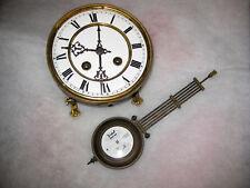 Altes  Kienzle Uhrwerk mit Pendel und Werkhalterung