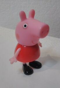 Jazwares - ABD Ltd - Peppa Pig Red Shirt Peppa Pig Only Sits Stands