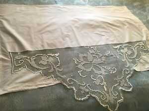 Beautiful Vintage Table Runner With Handmade Lace