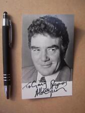 Albert Finney     Autograph (ORA1)
