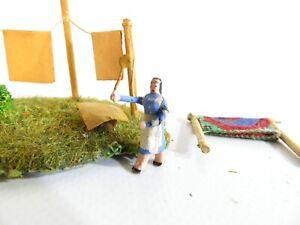Preiser H0 Diorama Wäschetag mit Holzfigur Frau beim Teppich klopfen 50er Jahre