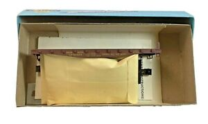 HO Vintage Athearn Union Pacific Flatcar 50589 with Stakes in Original Box