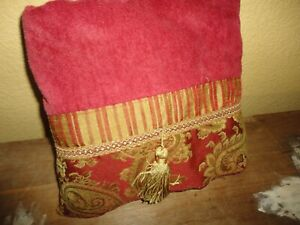 AVANTI RED PAISLEY GOLD STRIPE TASSEL DECORATIVE (1) BATH TOWEL 27 X 48