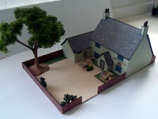N Gauge ---- Pig & Whistle English pub with car park and toilet block...
