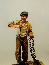 RESICAST 35-503 - BRITISH SOLDIER WITH CHAIN - 1/35 RESIN KIT