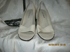 Jones Wear Women Beige Open Toe Heels 6M