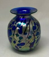 """RICK HUNTER BLUE IRIDESCENT ABSTRACT DESIGN ART GLASS VASE 5"""" T SIGNED & DATED"""