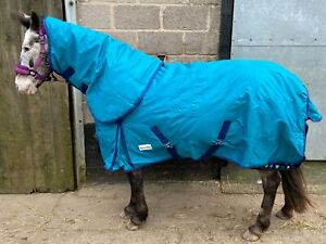 Teal Equestrian Tack & Care Turnout Rug 250g complete with Detachable Neck