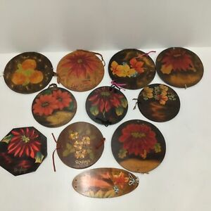 11 Vintage Wooden Painted Doyley Doily Holders #404