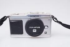 Olympus Pen E-P1  Pen 1 Kamera Body 12,3 Megapixel micro 4/3 MFT Camera / F2
