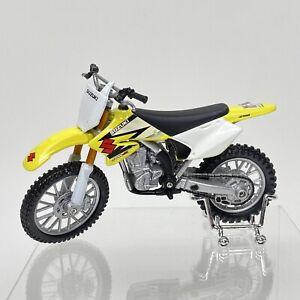 Maisto Adventure Force 2 Wheelers 1:18 Scale Suzuki RM-Z 250 Dirt Bike W/ Stand