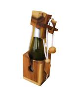 Rompicapo della bottiglia. Prodotto artigianale in legno. Bottle in box