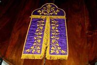 Conopée violet en soie moirée broderie Cornély feuilles de vigne XIXe Siècle