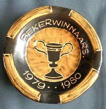 DE GATS VALKENBURG Asbak Bekerwinnaars 1979 - 1980 O13,5cm H4cm ashtray POTTERY