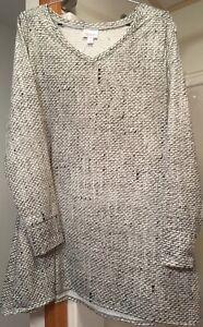 NWT-LuLaRoe Elizabeth Size L-White/grey/black Long Sleeve Top