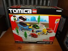 TOMICA HYPERCITY PARKING LOT, 1 FIGURE, 1 VEHICLE INCLUDED, #70551, NIB