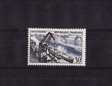 timbre France  port de Strasbourg   de  1956 avec charnière   NUM: 1080  *