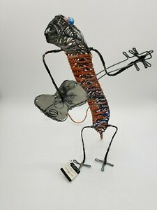 METAL WIRE SCULPTURE Gecko Playing Guitar Ten Thousand Villages South Africa NWT