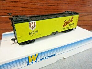HO Walthers # 932-2469 Berghoff Beer ( ART 700 ) 40' Dbl-Wood Sheathed Reefer