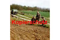 J80 Grenztruppen DDR im Grenzstreifen Trabant Kübel Foto 20x30 cm