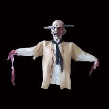 Top Trenz Colgante vibrante sangriento viejo con cuchillo en la cabeza Halloween Utilería. Gore