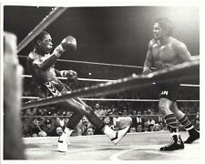 DAVEY MOORE vs ROBERTO DURAN 8X10 PHOTO BOXING PICTURE
