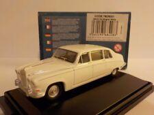 Daimler Ds420 - Old English White  1:76 Oxford Diecast Model Car British