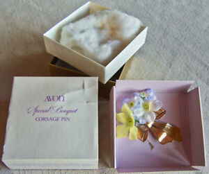 "Vintage 1980 Avon ""SPECIAL BOUQUET CORSAGE"" Flowers & Goldtone Bow Pin  -NEW!"