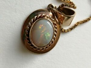 9ct Opal Pendant And Chain